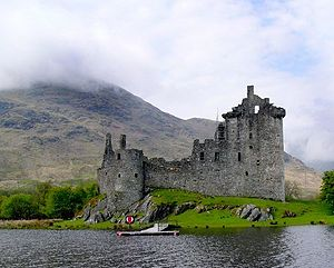 300px-Kilchurn_Castle_from_the_boat