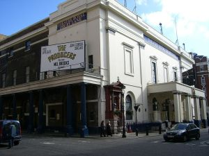 800px-Theatre_Royal_Drury_Lane_-_The_Producers_1
